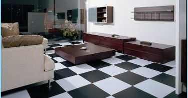 How to style floor tiles with their hands