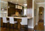 Kitchen with breakfast bar: Modern design