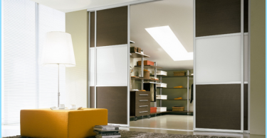 Mirror sliding door for walk-in wardrobe